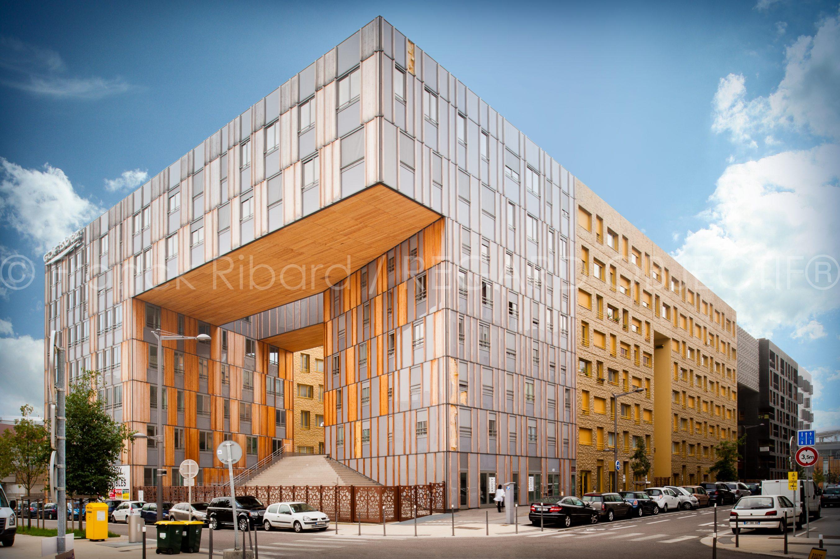 photographie de franck ribard - regard objectif - photographe architecture lyon - Monolithe Confluence
